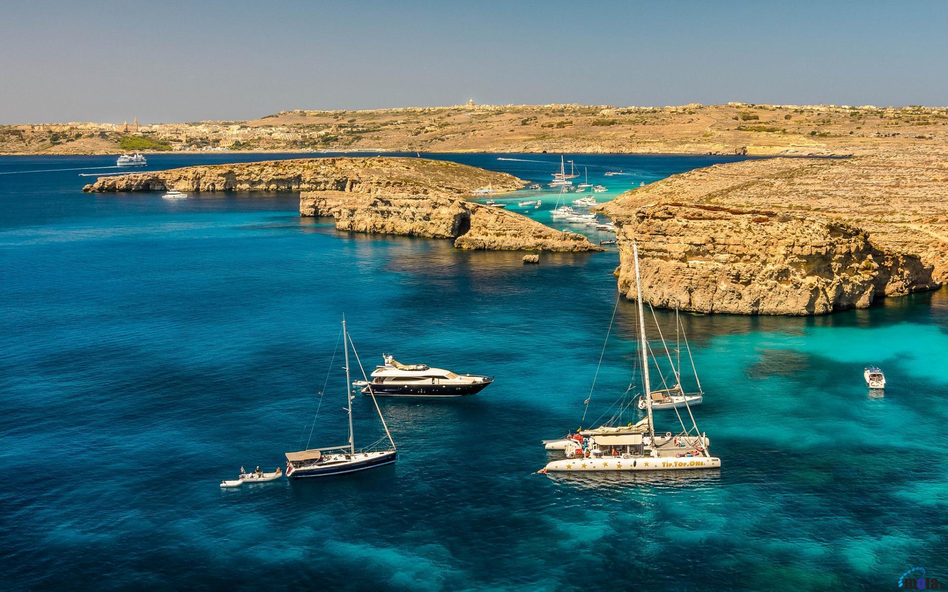 Corsi di inglese a Malta blue lagoon barco