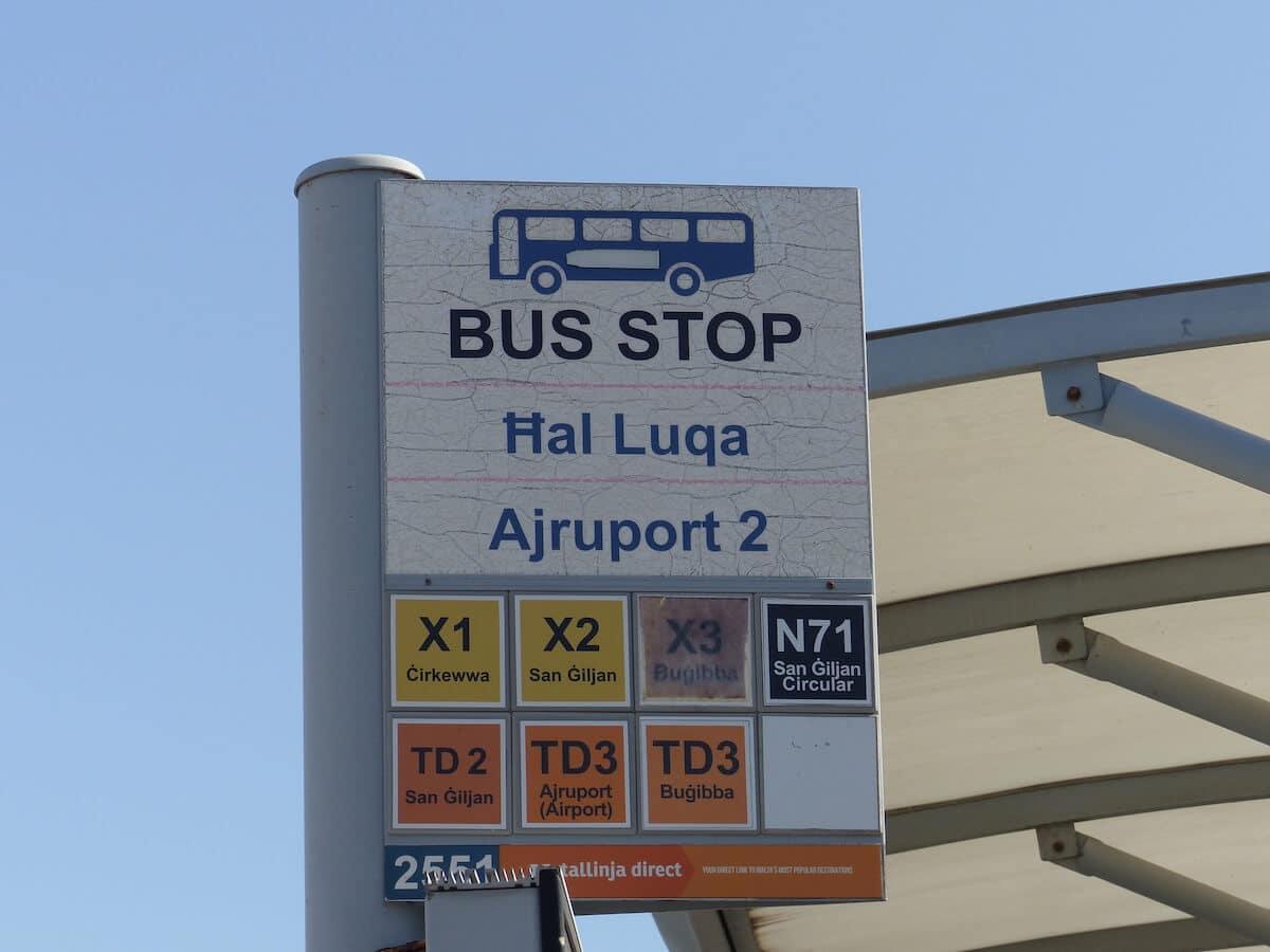 Paragem de ônibus do Aeroporto de Malta