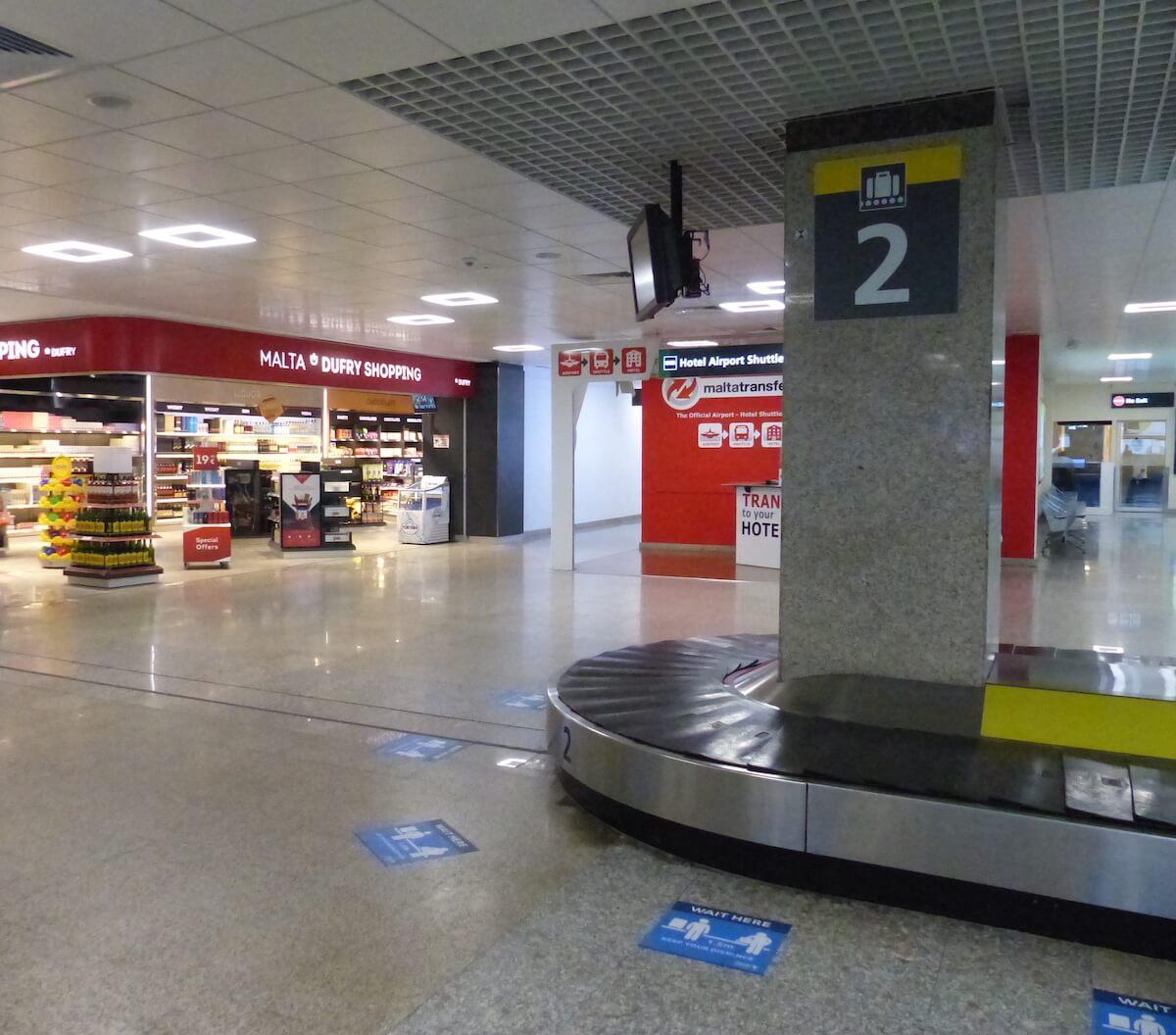 Area reclami bagagli dell'aeroporto di Malta