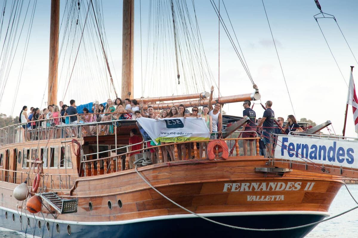 Вечеринка на корабле, организованная во время языковых курсов в ESE