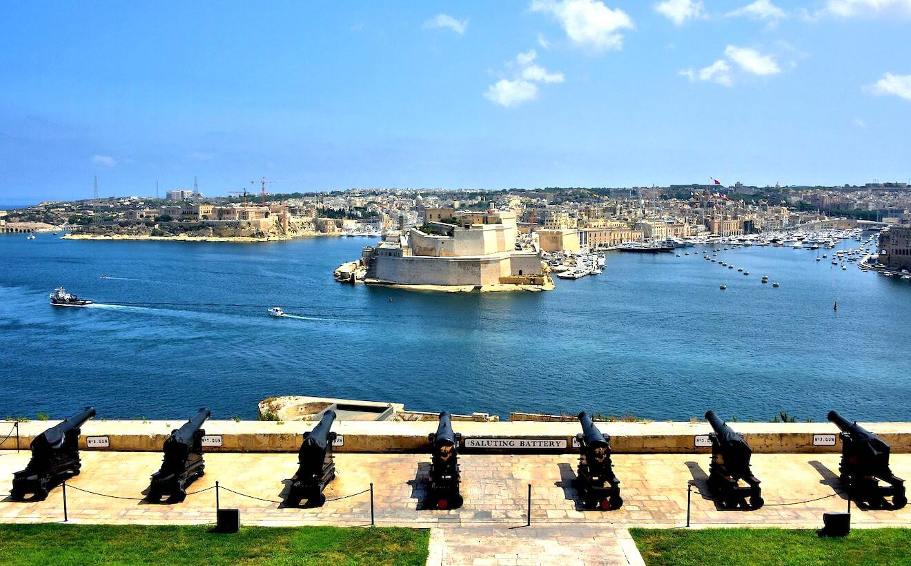 Disparos disparo de cañón desde La Valeta capital de Malta