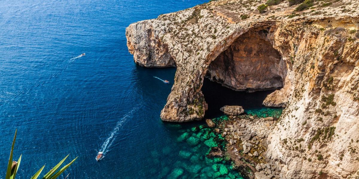 A famosa Gruta Azul de Malta (Blue Grotto)