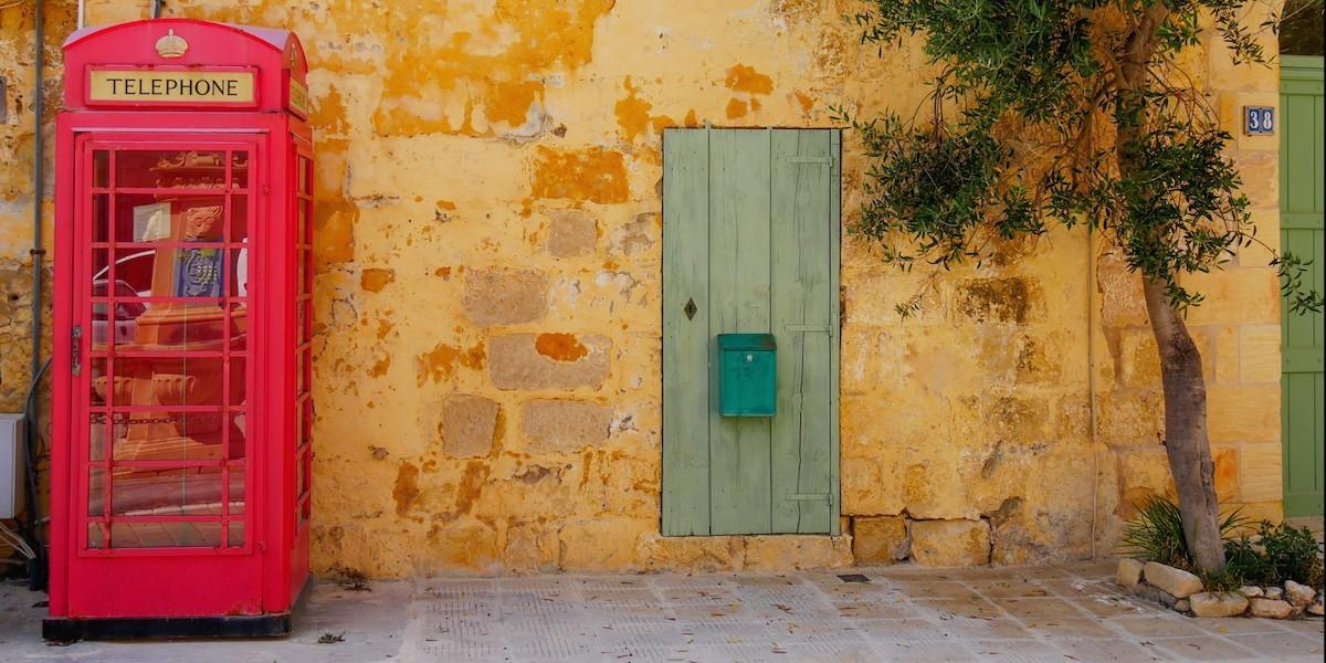 Idiomas en Malta: cabina telefónica roja