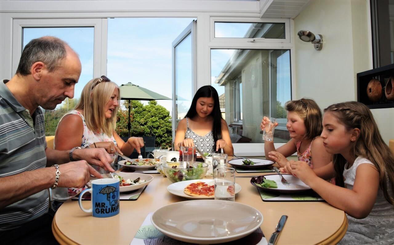 Cena con la familia de acogida