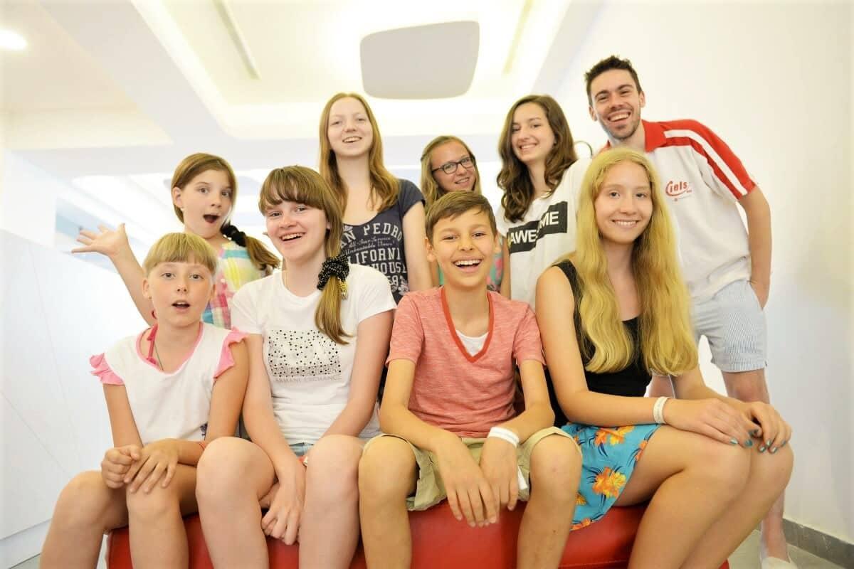 Группа юных студентов на Мальте
